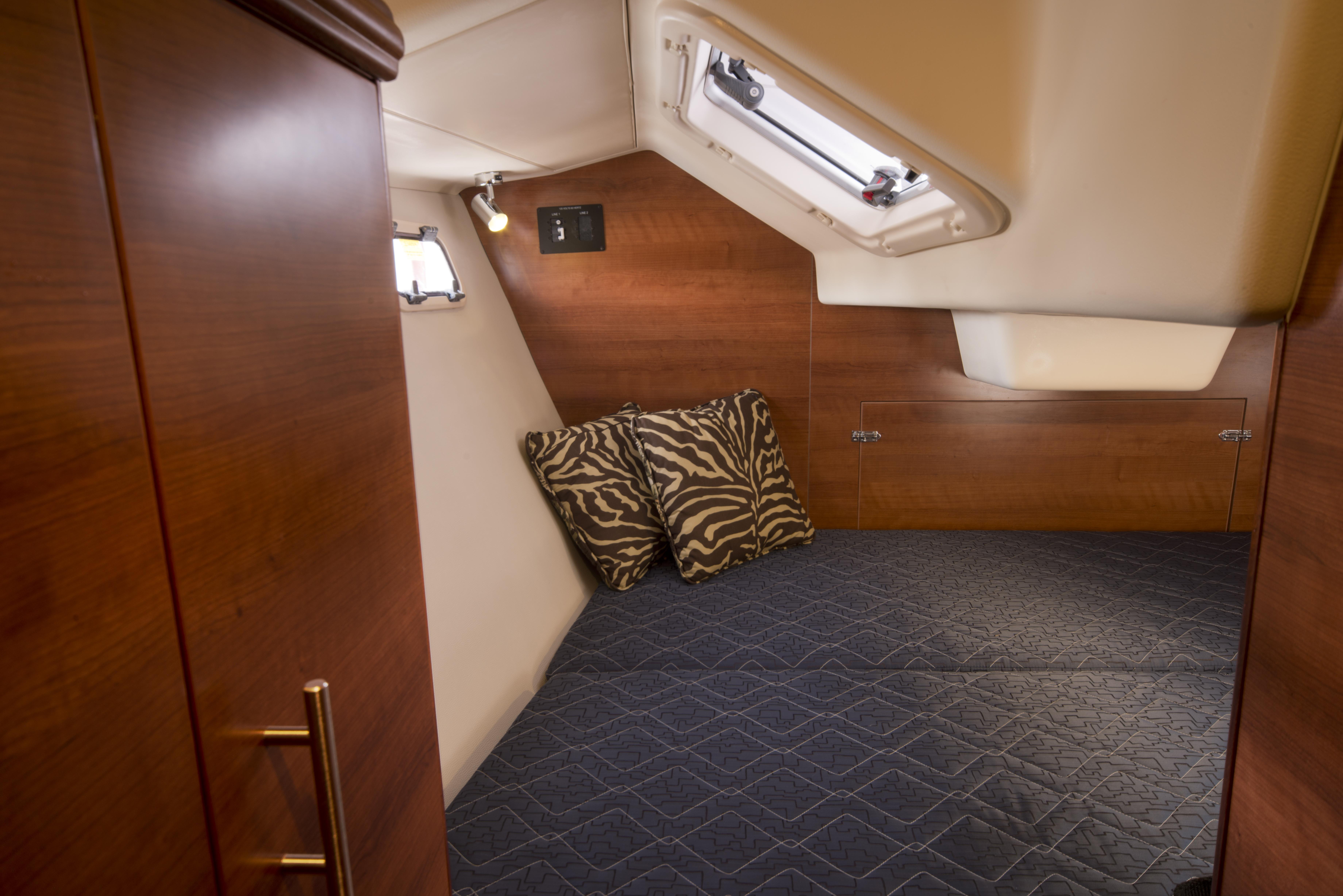 33 aft cabin1